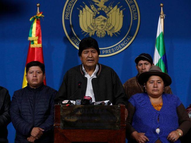 Vydali na mňa ilegálny zatykač, tvrdí Evo Morales