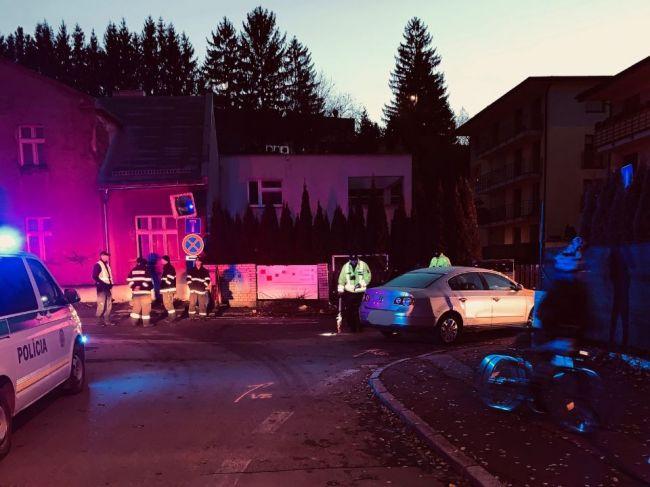 Pri dopravnej nehode auto vrazilo do skupiny študentiek