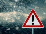 Dážď potrápi väčšinu Slovenska. V utorok platia aj výstrahy pred vetrom
