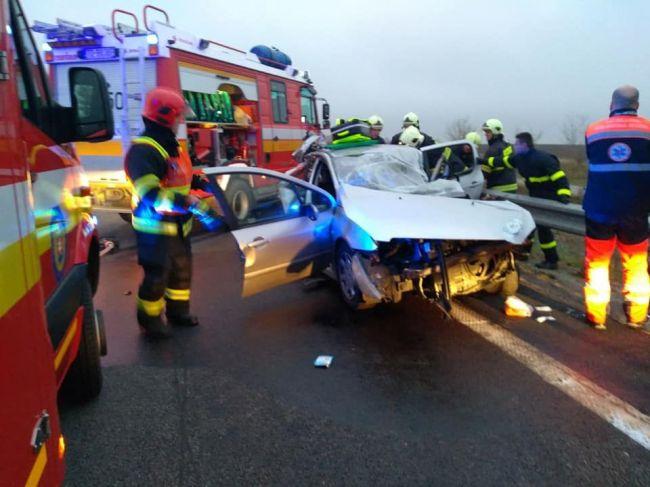 Smrteľná nehoda na R1: Na mieste zasahujú všetky záchranné zložky