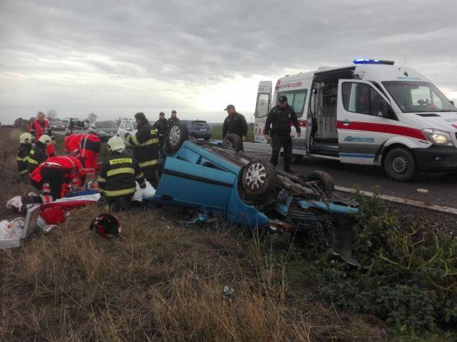Pri dopravnej nehode zasahoval aj vrtuľník