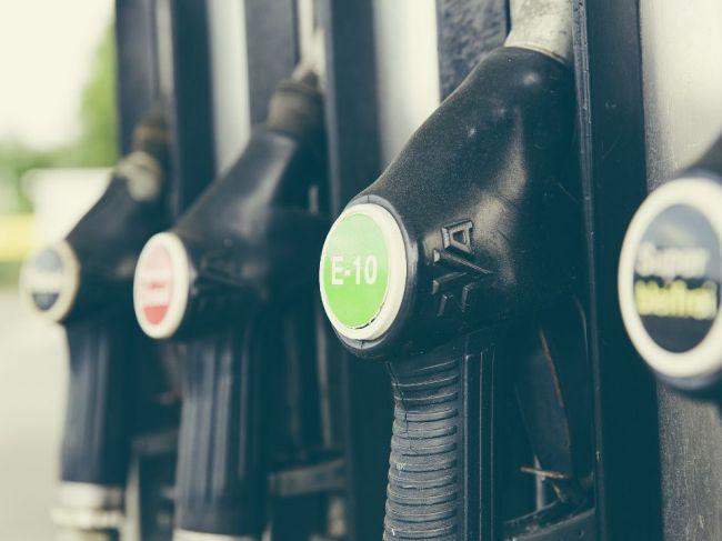 Rastúci podiel benzínových automobilov zvyšuje uhlíkovú stopu