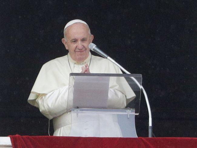 Pápež kritizoval, že