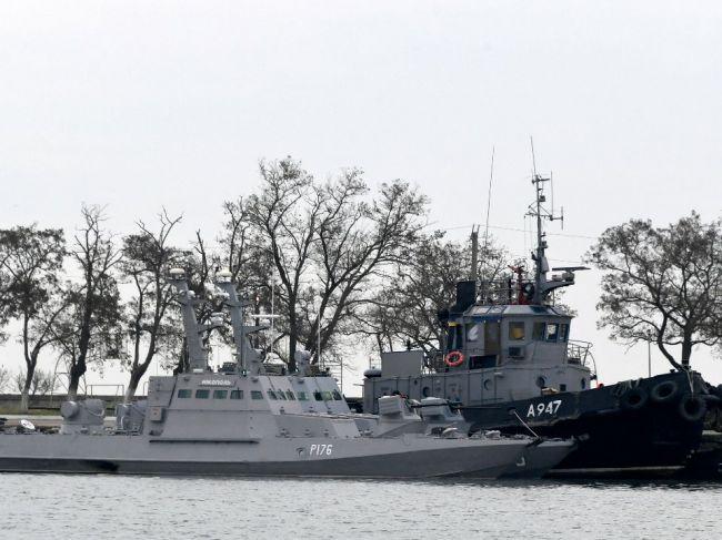 Rusko v pondelok vráti Ukrajine lode zadržané pri incidente v Kerčskom prielive