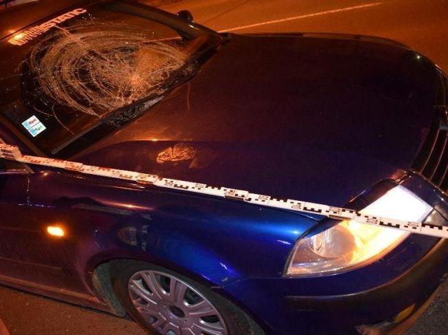 Vodička zrazila muža na priechode pre chodcov, ten bojuje o život