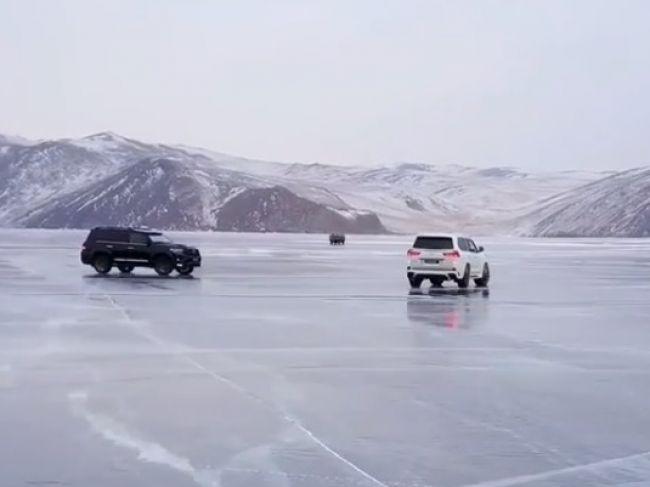 Video: Rusi na zamrznutom Bajkale natáčali reklamu, toto im ale nevyšlo
