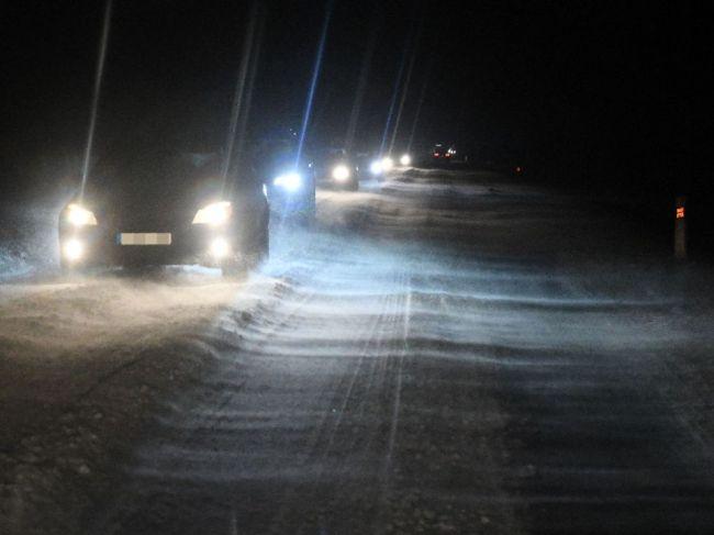 SHMÚ varuje pred snehovými jazykmi a závejmi v týchto okresoch