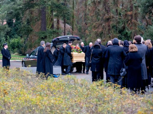 V Berlíne pochovali zavraždeného lekára Fritza von Weizsäckera