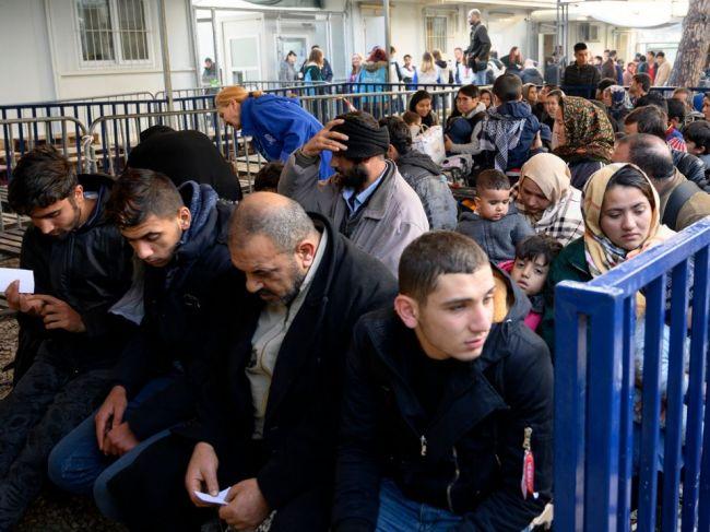 Vatikán príjme ďalších 43 migrantov z tábora na gréckom ostrove Lesbos