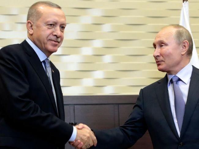 Erdogan: Vzťahy medzi Ankarou a Moskvou nie sú alternatívou k spojencom v NATO