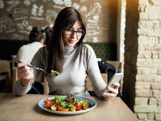 Týchto 5 vecí spravte pri každom jedle a kilá pôjdu dole rýchlosťou blesku