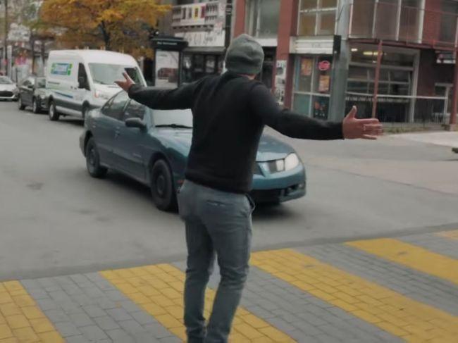 Video: Poisťovne nachytali vodičov na priechode pre chodcov