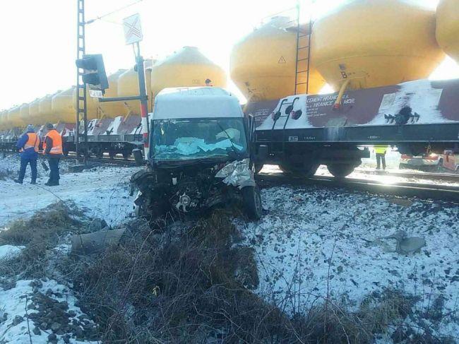 Na železničnom priecestí v Liptovskom Mikuláši došlo k zrážke vlaku s dodávkou