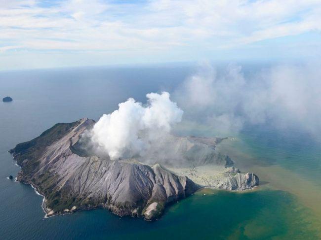 Erupcia sopky White Island si vyžiadala minimálne päť obetí