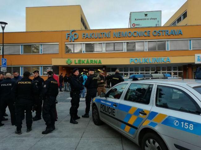 Vo fakultnej nemocnici v Ostrave sa strieľalo, hlásia obete