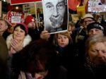 Pražský protest proti Babišovi sa začal minútou ticha za obete streľby v Ostrave