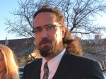 Tibor Eliot Rostas sa cíti nevinný, za svojím článkom si stojí