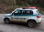Opitý vodič nabúral v do policajného auta a snažil sa ujsť