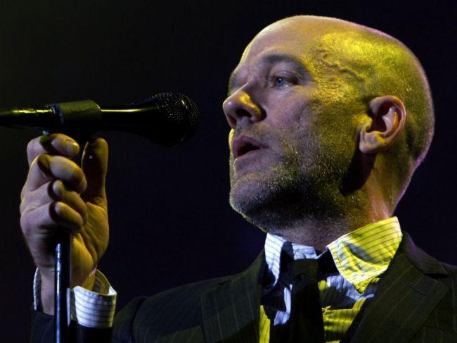 Spevák a bývalý frontman kapely R.E.M. John Michael Stipe slávi narodeniny
