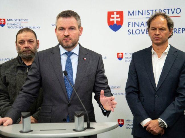 Pellegrini: Pripravíme návrh zníženia cestnej dane, SR by sa mala priblížiť V4