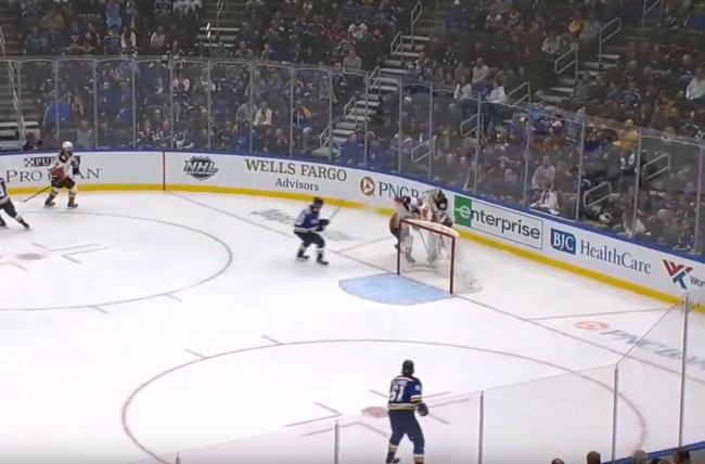 Video: Hokejisti rozosmiali divákov. Stálo ich to však draho