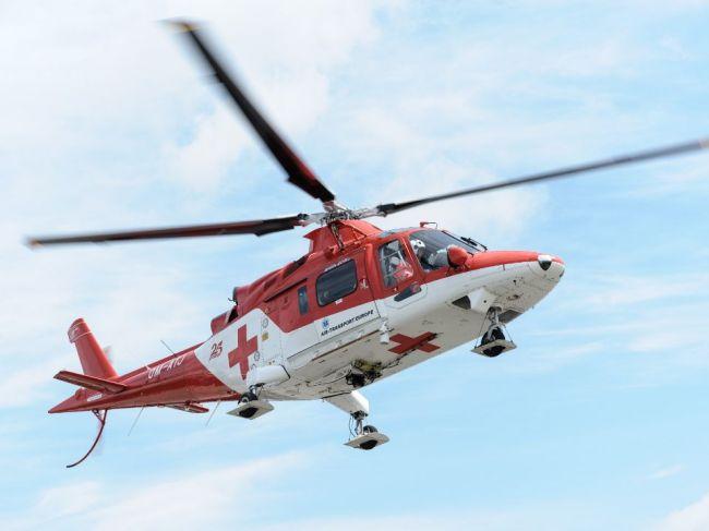 Lesného robotníka zavalil strom, na pomoc mu letel vrtuľník