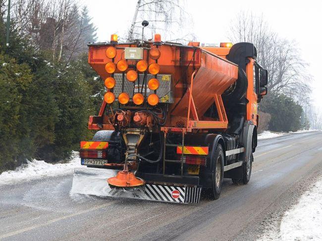 SHMÚ varuje pred poľadovicou a snehom najmä na západnom Slovensku