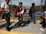 Mexické úrady zabránili viac ako 2000 migrantom vstúpiť do krajiny