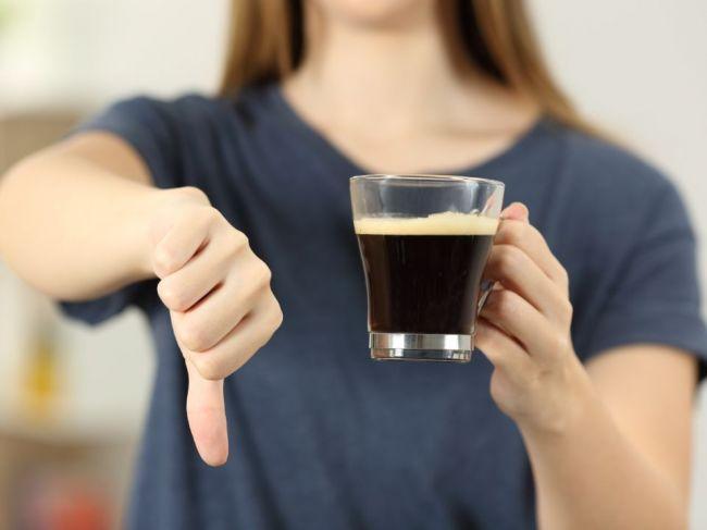 6 príznakov, ktoré naznačujú, že pijete priveľa kávy