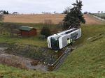 Nehoda školského autobusu si vyžiadala dvoch mŕtvych a 21 zranených