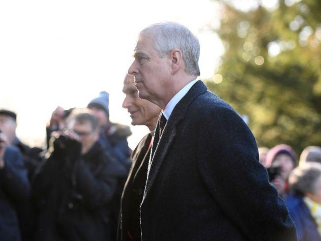 Britský princ Andrew nespolupracuje pri vyšetrovaní prípadu Epsteina
