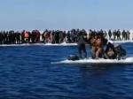 Video: Vyše 500 rybárov uviazlo na mohutnej ľadovej kryhe, takto ich odtiaľ dostali