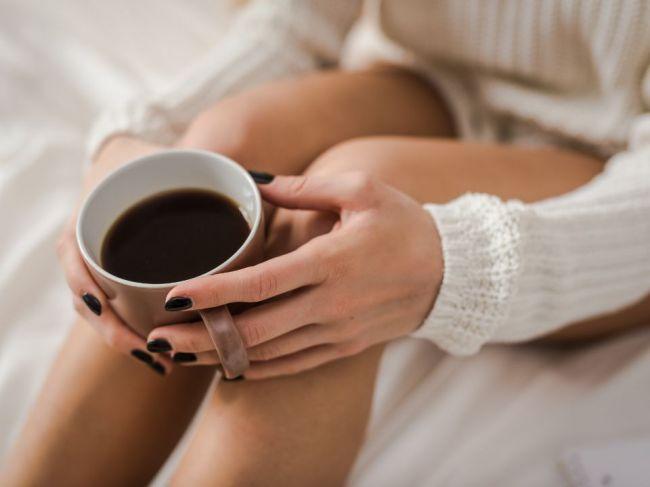 O koľkej by sme si mali dať poslednú kávu, aby sme sa neukrátili o kvalitný spánok?