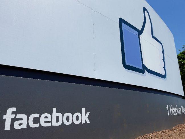 Facebook bude na Slovensku a v Česku obmedzovať hoaxy