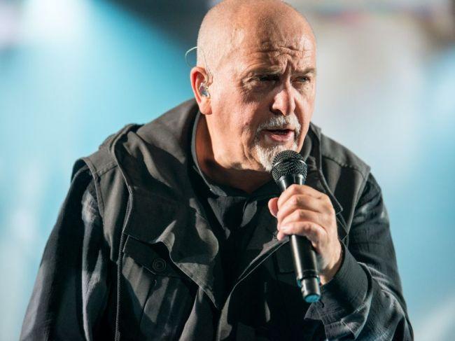 Britský spevák Peter Gabriel, bývalý frontman kapely Genesis, slávi narodeniny