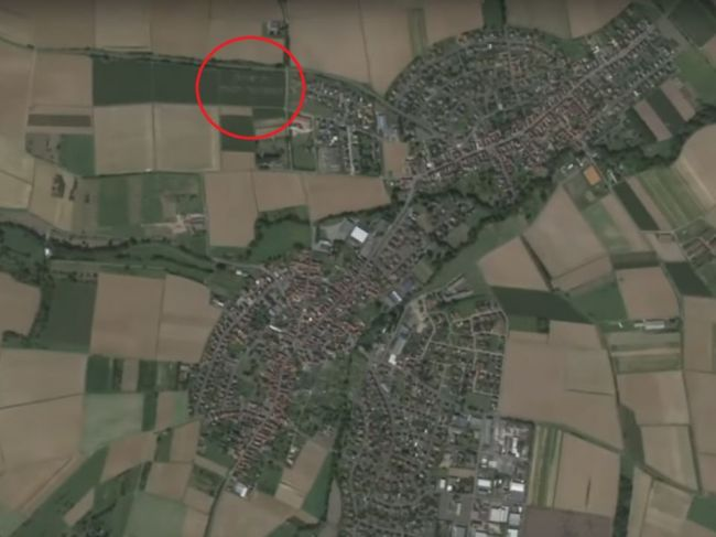 Video: Google Mapy zachytili v poli zvláštny odkaz