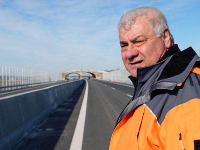 Árpád Érsek chcel diaľničné poplatky skôr zvyšovať, so zrušením známok nesúhlasí