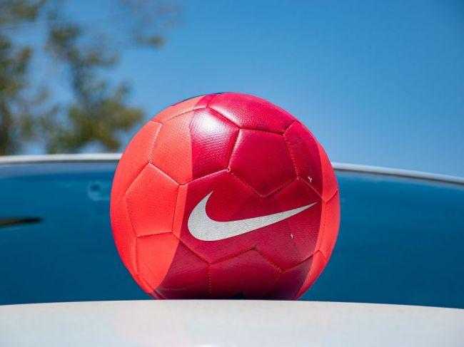 Právnika Avenattiho súd uznal za vinného z vydierania Nike