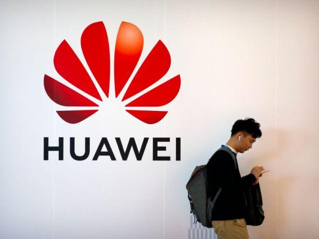 Grenell: Trump hrozí obmedzením spolupráce krajinám využívajúcim techniku Huawei