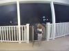 Video: Dvojročný chlapec objal poslíčka.Ani netušil, v akej tragickej situácii mu pomohol
