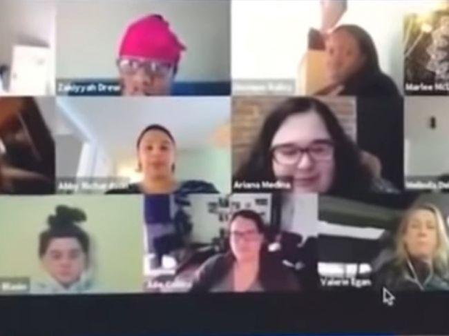 Video: Kolegovia sa stretli na konferenčnom hovore. Toto však vidieť nechceli