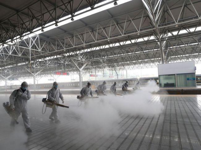 Koronavírus sa vrátil do Číny, hlásia 47 nových privezených prípadov