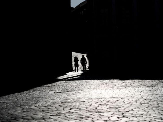 V Česku sa na verejnosti môžu ľudia združovať nanajvýš vo dvojiciach