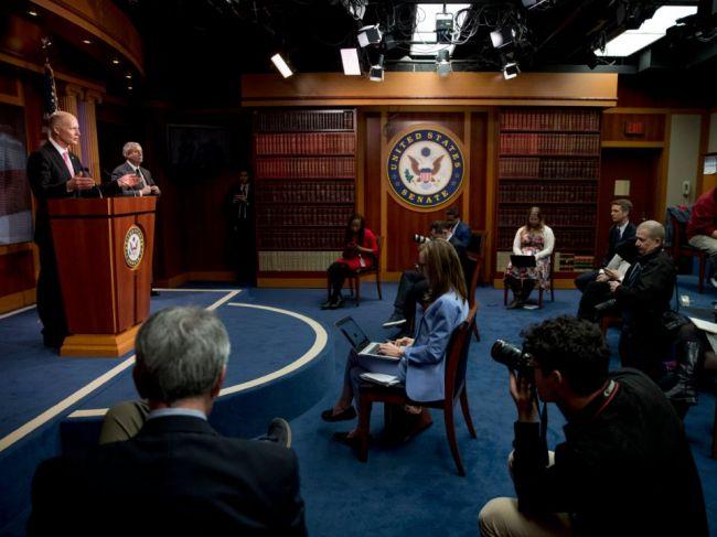 Americký senát schválil dva bilióny dolárov pre ekonomiku zasiahnutú koronavírusom