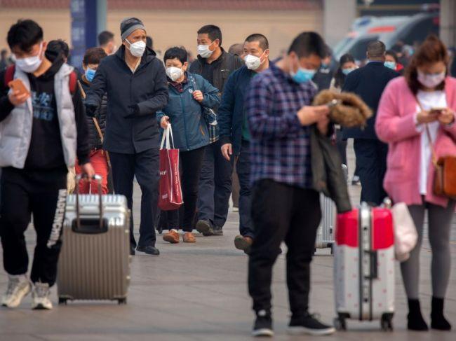 Čína hlási nárast privezených nových prípadov nákazy koronavírusom