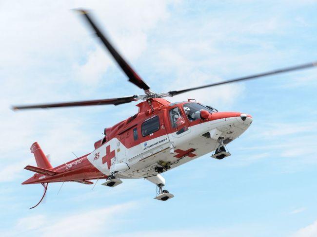 Muž pri nehode utrpel devastačné zranenia tváre, prepravil ho vrtuľník