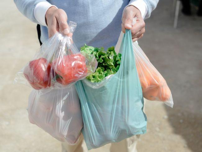Ako bezpečne nakupovať a ako ošetriť potraviny po príchode domov
