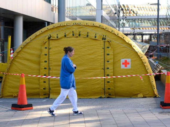 Nemocnice v Štokholme čelia prudkému nárastu nakazených