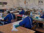 Slovenskí väzni vyrobili za necelý mesiac 100.000 rúšok