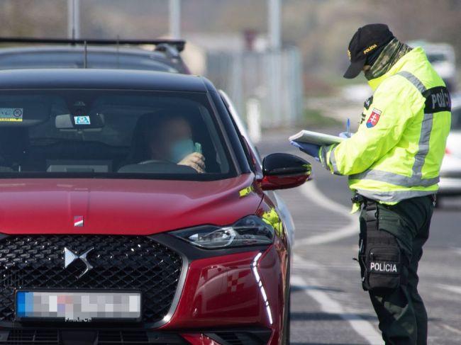 Policajné hliadky budú na hraniciach okresov i v mestách, výnimky treba doložiť